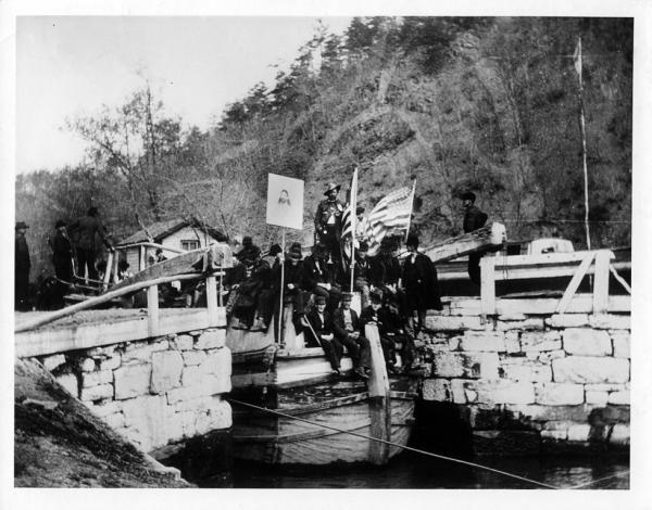 Coxey's Army at the Chesapeake and Ohio Canal - 1894  http://www.canaltrust.org/wp-content/uploads/2014/08/lrg-535-hm-9.jpg